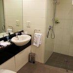 Room 9321 bathroom