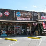 Front view of Larry's Antiques & Stuff