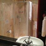 badkamertje met veel schimmel