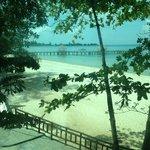 vue de l'ascenceur menant à plage