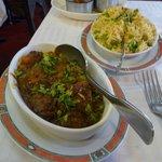 Un excellent curry d'agneau, avec un riz d'accompagnement excellent