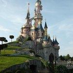 Disneyland Park (67766411)