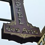 the Hotel des Arts sign