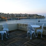 communal roof terrace overlooking the Grand Harbour