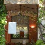 L'accès au bar depuis les jardins