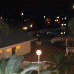 vista de la pscina en la noche
