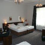 Triple bedroom (75)