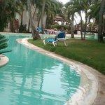 hermosa y amplia de las muchas piscinas que tiene el hotel