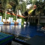 gorgeous pool and water temp with great swim up bar