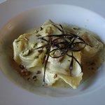 Pasta Ripiena di Pesce con Pesto di Pistacchi e Gamberi guarnito con Buccia di Melanzana Fritta