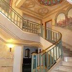 Vestíbulo y escalera principal