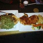 pesto noodles & steak (tallarines verdes con apanado) & sun-dried tomato chicken(pollo apanado)