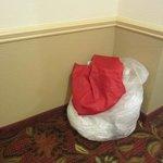 Lixo no corredores há dois dias