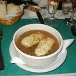 La sopa de cebolla con tostadas con queso...delicia!!