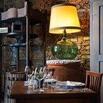 Villa Sestilia Guest House - Trattoria Casa Masi, un tavolo all'interno