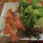 Galette du moment (saumon fumé, pommes de terre, salicornes et sauce citronnée à la ciboulette)