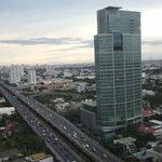 Обзор из номера отеля Grand Tower Inn Rama VI-21 этаж фото0306