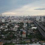 обзор из номера отеля Grand Tower Inn Rama VI-21 этаж фото0307