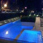 La piscina...aperta giorno e notte