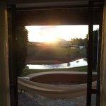 Vista da porta para área externa, simplesmente linda!!!!