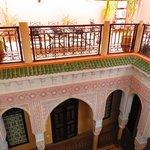 La cour intérieure vers la terrasse