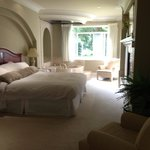 Large Bedroom with Jacuzzi