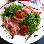Tomato-mozzarella with salad & jambon serrano