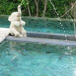 Pool fountain corner