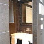 Le lavabo (chambre confort)
