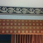 Weird decor: border and curtain valance