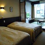 ツインベッドに畳のスペース