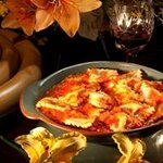 Ravioli hechos en casa rellenos de espinaca y 4 quesos