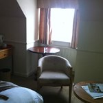 This is not a well furnished room for £80
