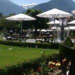 Victoria Terrasse - Blick in den sommerlich grünen Garten
