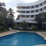 Área de piscina y las terrazas