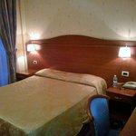 Camera doppia, materasso confortevole e ben illuminata