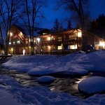 With Sipapu's popular FREE Lodging Days, up to 4 guests stay FREE with a lift ticket purchase.