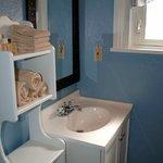 Sandstone Suite's bath