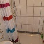 Duschvorhang statt wie im Internet dargestellte Kabine