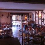 Une partie de la salle de restaurant