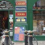 Photo de Cardiff Walking Tour