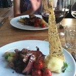 Plat principal : agneau, asperges, purée maison, sauce à la truffe