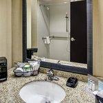 Hampton Inn Thomson - Bathroom