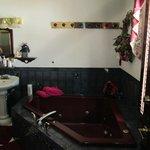 Honeymoon Suite Jacuzzi Tub