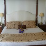 The bed with bouquet