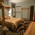 A room (1 Queen + 2 doubles beds)