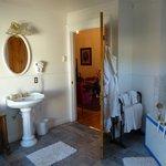 Lincoln Suite Bathroom