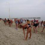 risveglio muscolare in riva al mare