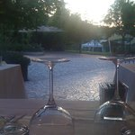 vista dal ristorante su parco e piscina