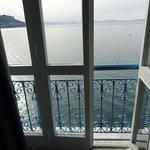 Blick aus dem Zimmer direkt aufs Meer